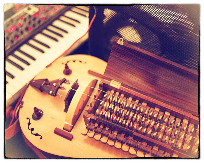 how to make a hurdy gurdy