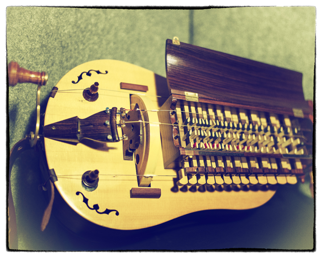 Hurdy gurdy (3 of 5)
